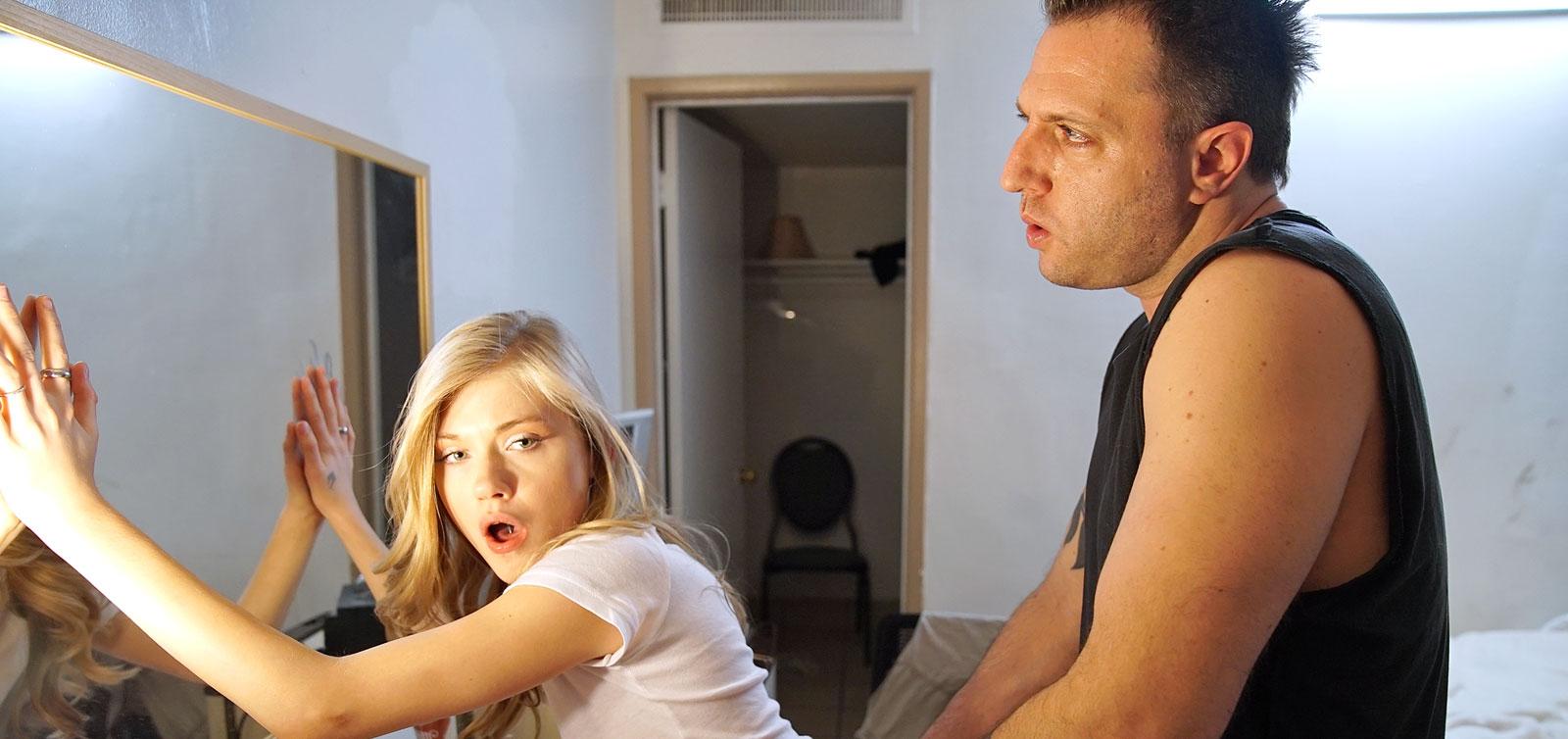 Schmackhaft blonde Schönheit Siri bekommt gebohrt hart von einem geilen Kerl Mark Zane